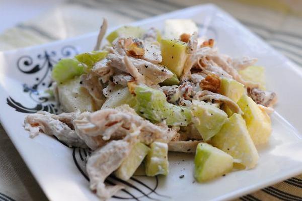 valdorfskij-salat-s-greckim-orexom (600x400, 175Kb)