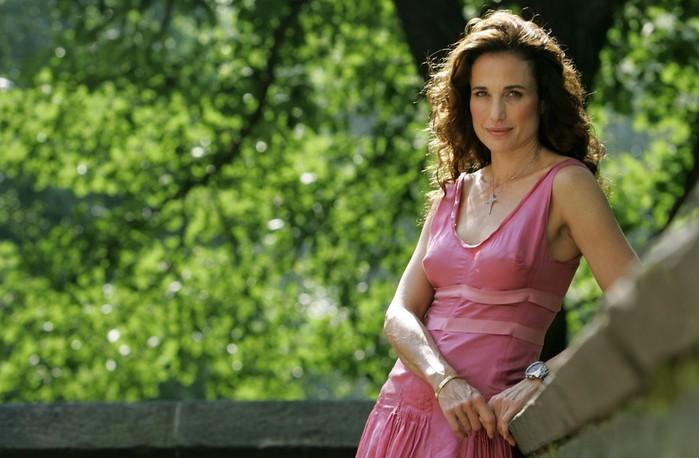 10 самых красивых женщин знаменитостей старше 50 лет