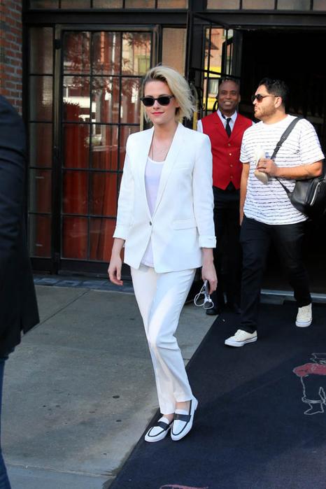 kristen-stewart-white-suit-11jul16-02 (466x700, 315Kb)