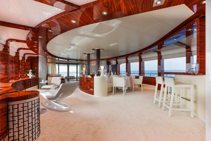 яхта Azzam фото
