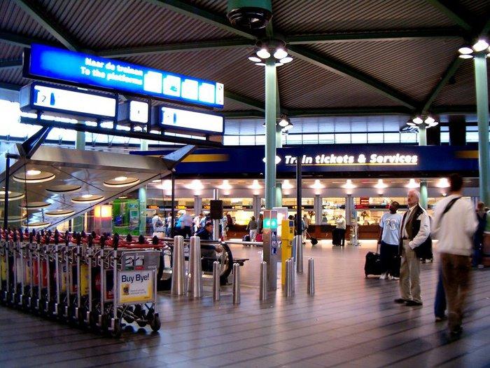 49_Netherlands Transport_1_Hal-schiphol-plaza-ns (700x525, 103Kb)