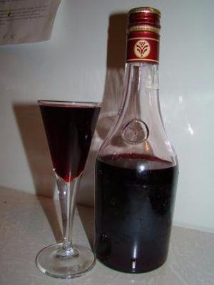 vodka-na-chernoj-smorodine (300x400, 56Kb)