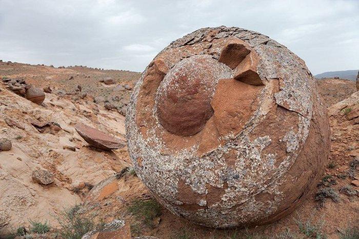 каменные шары на полуострове Мангыстау 2 (700x466, 341Kb)