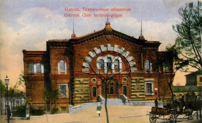 znamenitiy_masonskiy_dom_ruhnul_7419 (700x426, 85Kb)