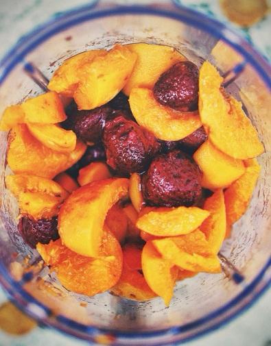 Вкуснейший абрикосово-клубничный смузи (3) (395x505, 252Kb)