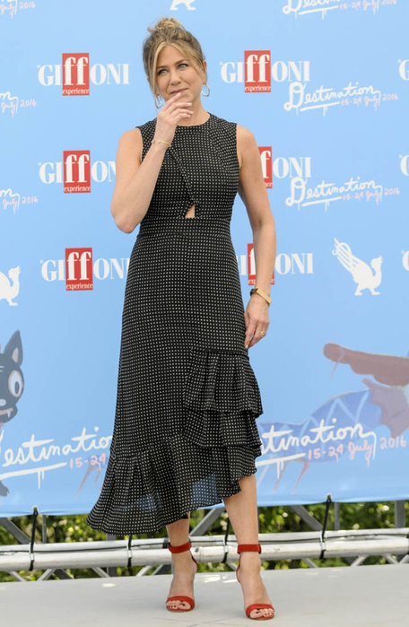 jennifer-aniston-italy-25jul16-10 (456x700, 294Kb)