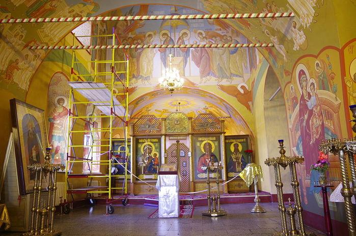 Wnętrze_cerkwi_Objawienia_w_Irkucku_6 (700x464, 95Kb)