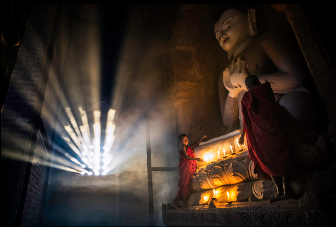 Buddha and novices by Oscar Tarneberg otarneberg flickr Theravada samanera monks (687x464, 419Kb)