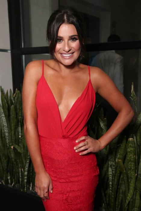 lea-michele-cleavage-25jul16-02 (468x700, 259Kb)