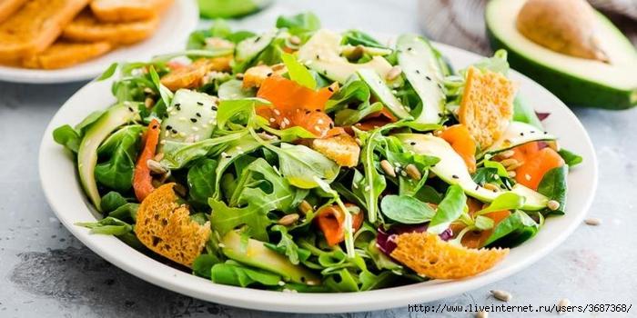 Летний салат с лососем и авокадо (700x350, 217Kb)