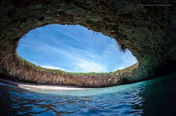 5. Пляж Hidden Beach, Мексика (700x461, 337Kb)