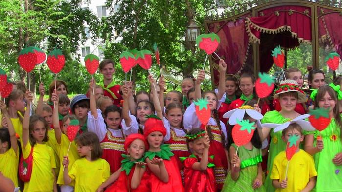 4498623_festival_klybniki_3 (700x393, 151Kb)