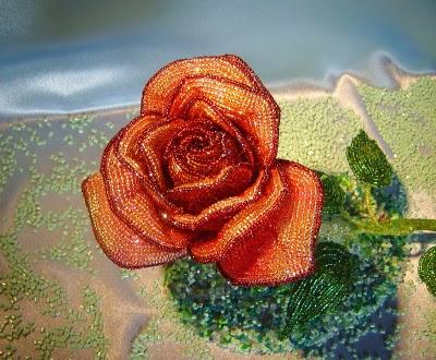 Розы из бисера (6) (400x330, 210Kb)
