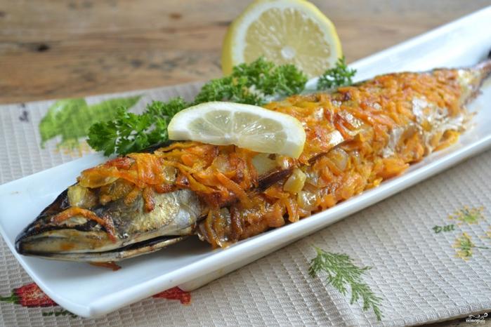 Блюда из рыбы в духовке/5281519_zapechennaya_skumbriya_v_folge_s_morkovkoi306980 (700x466, 261Kb)