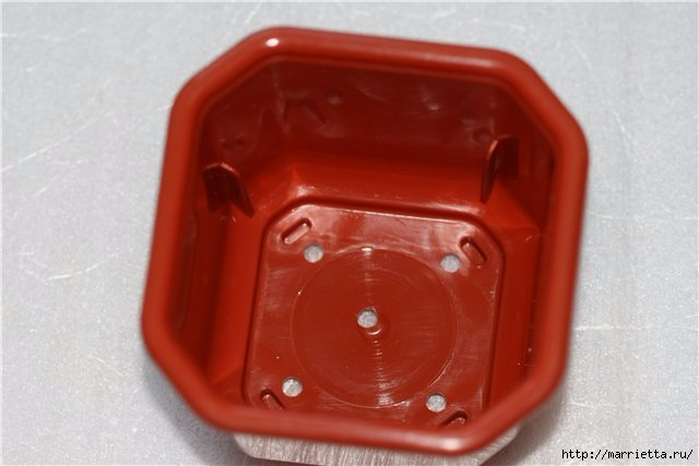 Преобразование пластикового горшочка. МК в технике кракелюр и декупаж (5) (640x427, 114Kb)