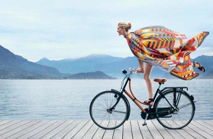 Pretty-Girl-on-Bicycle (700x456, 300Kb)