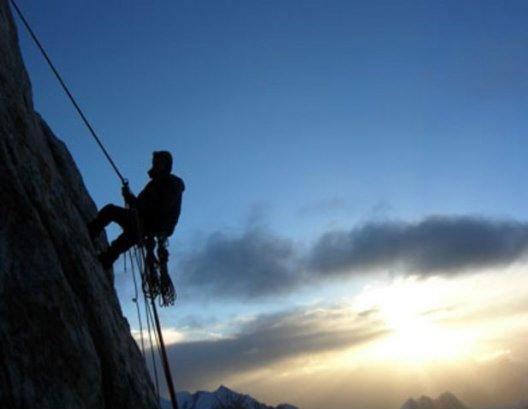 5704248_odinokii_alpinist_NEW (528x409, 34Kb)