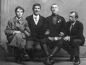 Mandelstam,_Chukovsky,_Livshits_&_Annenkov_1914_Karl_Bulla_(with_smile) (300x227, 39Kb)