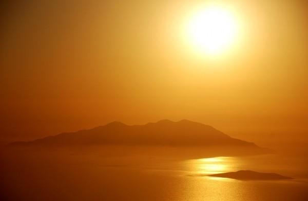 2110487_island_in_the_sun_by_blackgerm (600x393, 18Kb)