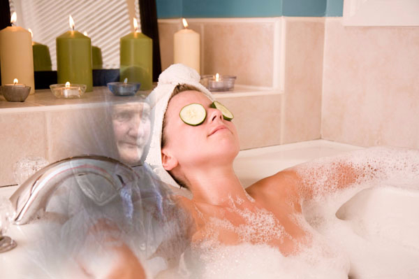 woman-in-bubble-bath-with-candles (600x399, 162Kb)