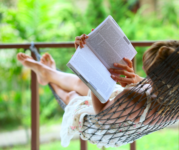 woman-hammock-reading_jpg_1337339758 (600x503, 412Kb)