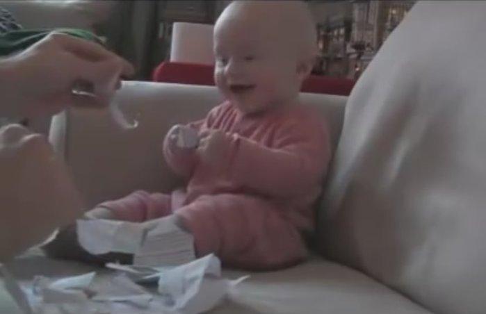 Истерический смех ребенка