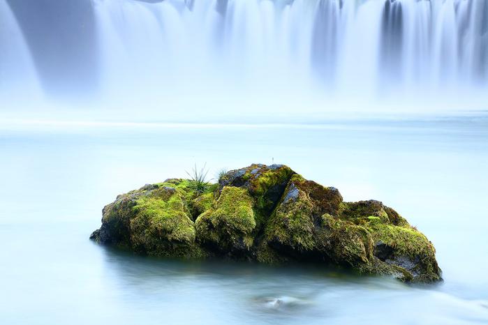 2. У водопада Гудафосс в Исландии (700x466, 261Kb)