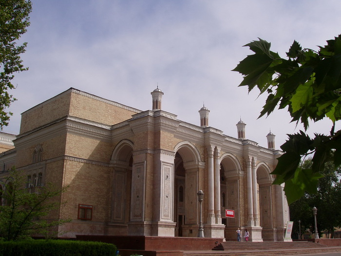 Theatre-Opera-and-Ballet-of-Tashkent (700x525, 115Kb)