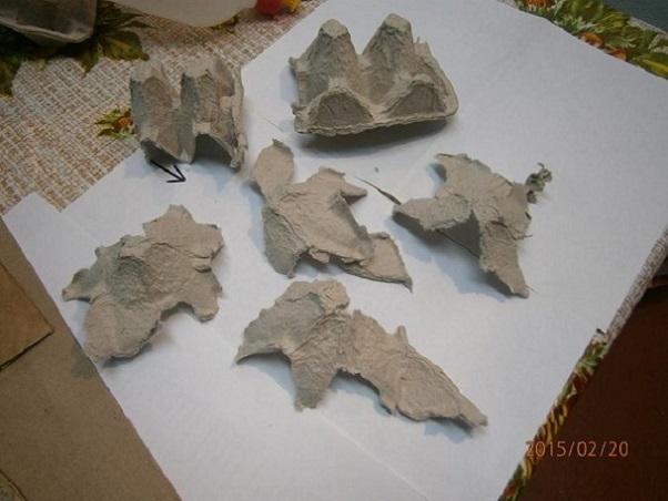 Камни из картона на стене своими руками