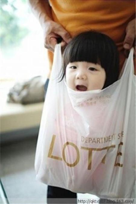 Как китайский отец носит своего ребенка (фото)