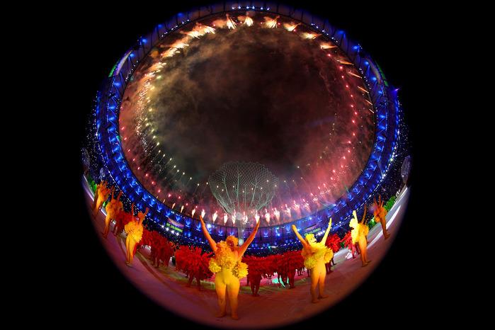 1827016_737702saljutnadstadionommarakananaceremoniizakrytijaxxxiletniholimpijskihigr (700x466, 111Kb)