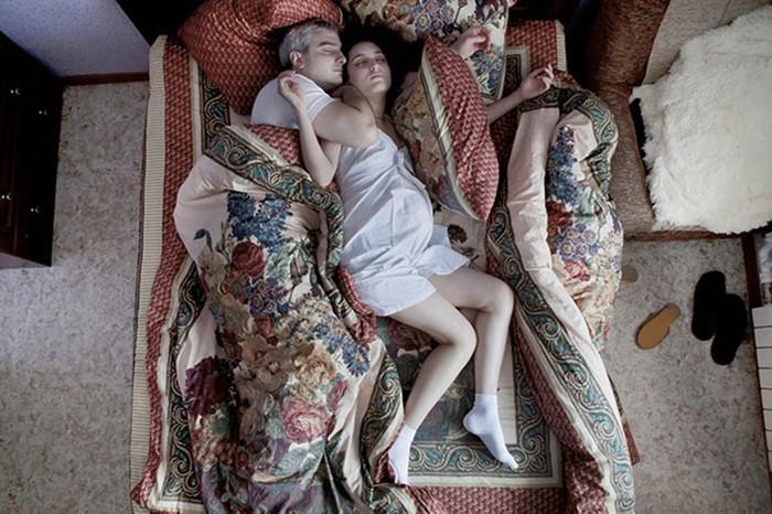 Фотограф Яна Романова— проект «Ожидание» (спящие беременные женщины)