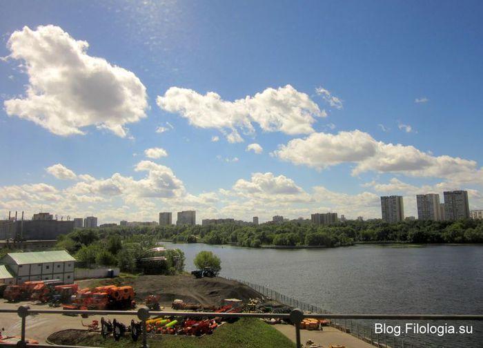 Набережная с высотками вдалеке. Ленинградсконе шоссе  (700x504, 52Kb)