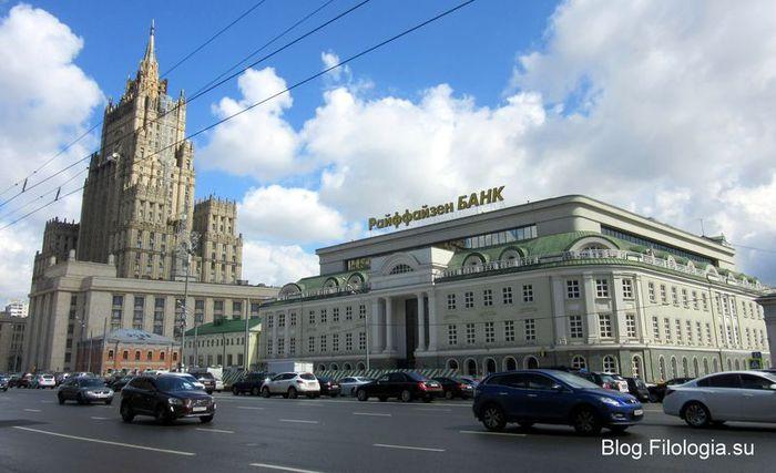 Высотное здание МИДа на Смоленской площади в Москве (700x427, 56Kb)