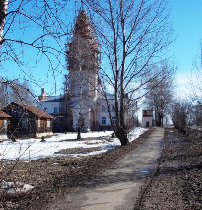 Город Фурманов. Вознесенская церковь (в простонародье белый храм). (671x700, 638Kb)