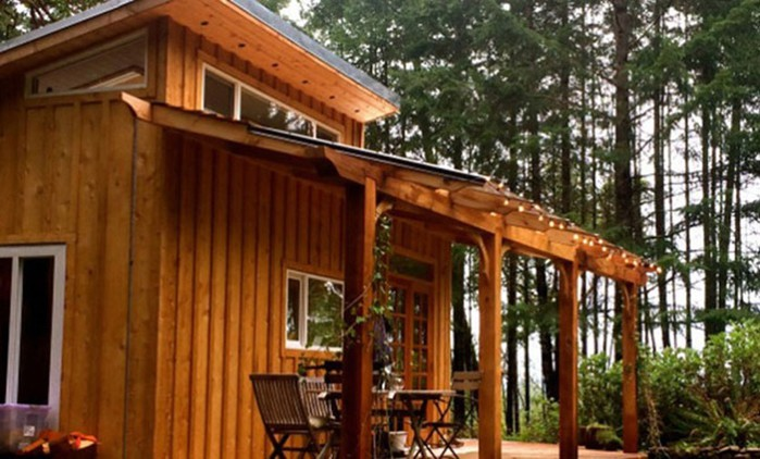 Место для медитации: девушка с друзьями построила домик для отдыха