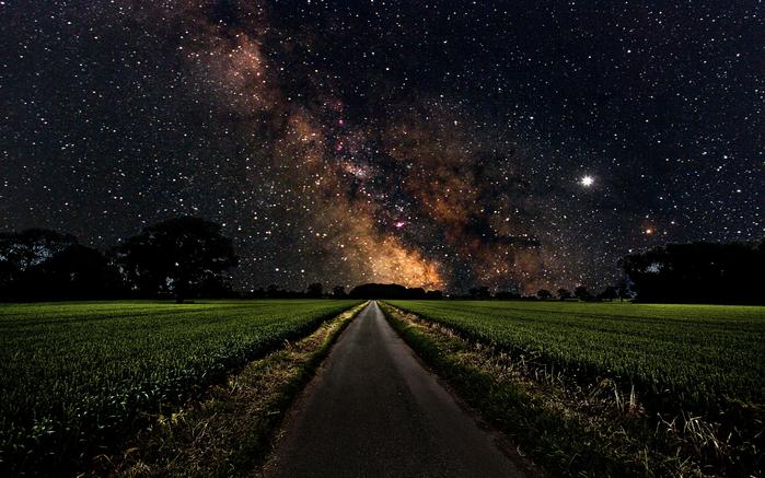 zvezdnoe-nebo-nochju-s-Zemli (700x437, 484Kb)