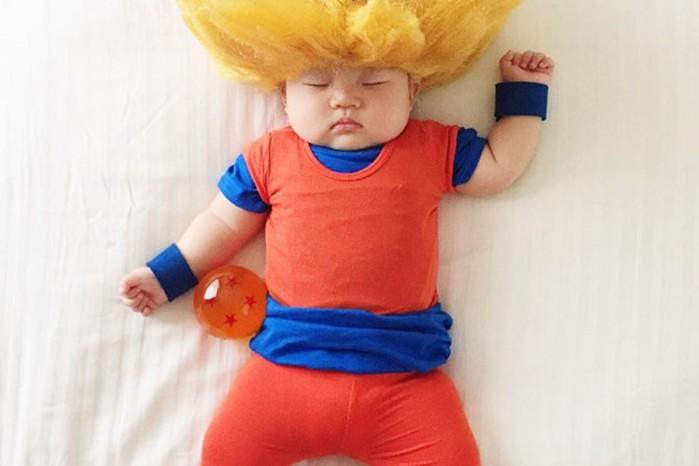 131175640 082616 1545 1 Мама наряжает спящую дочку в смешные костюмы