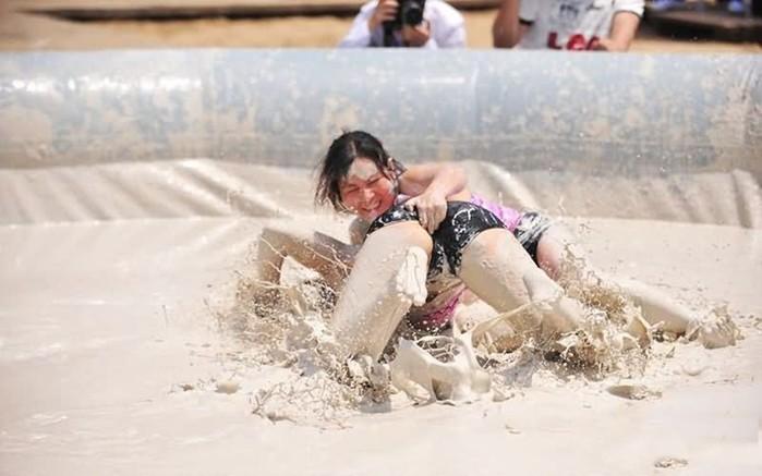 Женская борьба в грязи (фото)