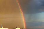 ������ Lightning-strikes-plane-passing-through-rainbow (615x410, 107Kb)