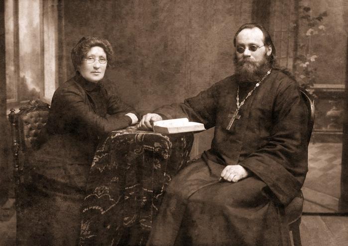 Первый настоятель Большого Середского храма протоирей Фёдор Даниловский с матушкой Софией (700x495, 312Kb)