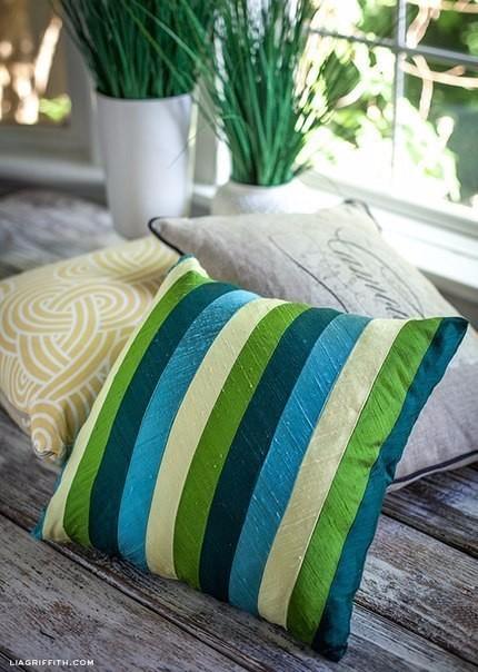 Чехлы на диванные подушки из шелковых лент (430x604, 269Kb)