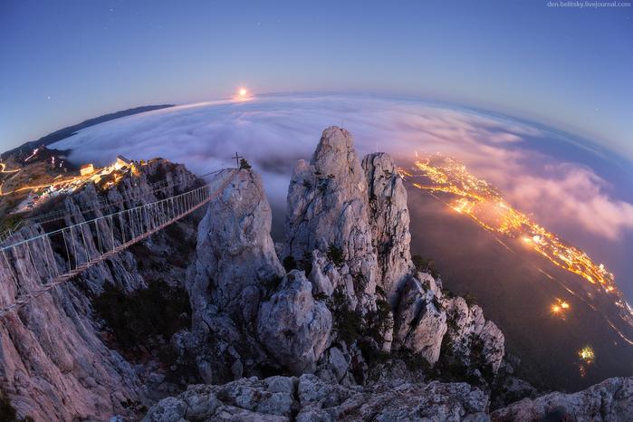 белицкий  Ай-Петри. Восход луны. Скалы подсвечены светом ушедшего солнца, были сумерки. (700x466, 433Kb)