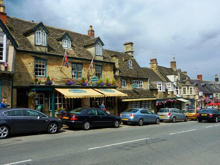 Чем прекрасен город Берфорд из графства Оксфордшир?