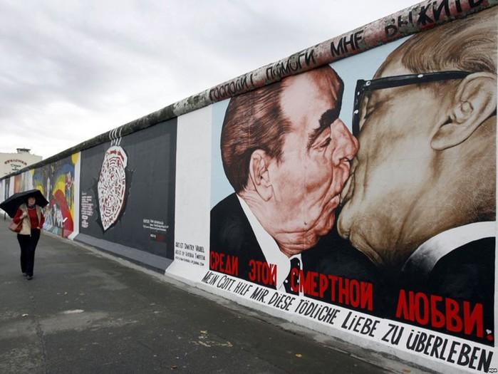 Как целоваться по русски: троекратный, дипломатический, статусный и другие виды поцелуев