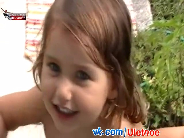 Девочка играет с мертвой белкой..mp4_snapshot_02.19_[2016.08.18_13.00.17] (640x480, 204Kb)