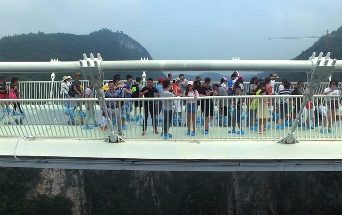 стеклянный мост в китае 2 (700x440, 267Kb)