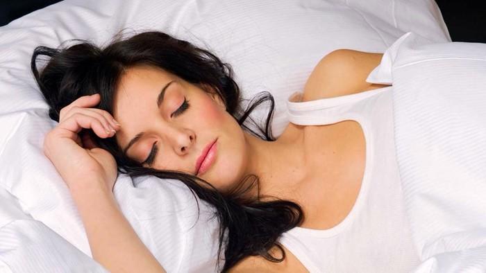 Зачем женщина наматывает прядки волос? 40 фактов о женщинах!