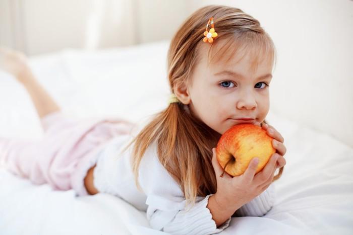 У малыша прорезаются первые зубы? Гвоздичное масло и другие средства унять боль ребенку