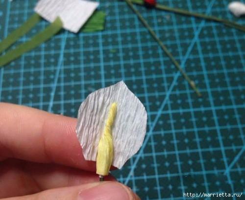 Миниатюрный букетик с каллами из креповой бумаги (5) (500x409, 115Kb)